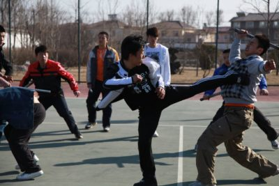 Запрещенные приемы в спорте, спасающие жизнь на улице!