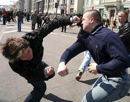 Как остановить нападающего на улице одним ударом