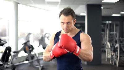 Какой спорт лучше для уличных дра - бокс, борьба или качалка
