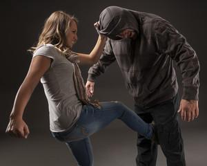 Как защищаться ногами при нападении