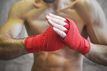 Как правильно формировать кулак при нанесении удара
