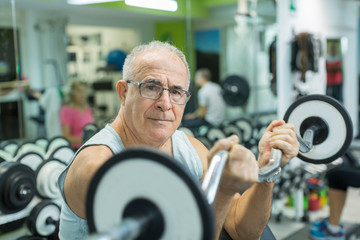 Почему стоит тренироваться, если вам за 60