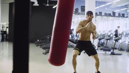 Станет ли удар сильнее, если много бить в боксёрский мешок