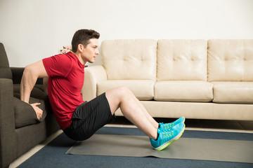 Тренировка для мужчин в домашних условиях в которой инвентарь не нужен
