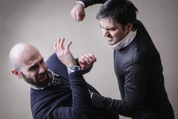 как не травмировать руку при нанесении удара1