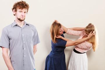 Каких ошибок надо избежать в драке двух девушек