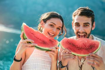 Как будет правильно арбуз ягода или фрукт и почему