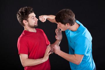 Как обмануть нападающего противника ложным движением
