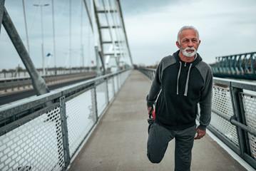 Как оставаться в форме после 50 два универсальных упражнения для мужчин
