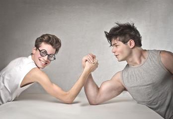 Кто вызывает больше симпатий у девушек: качок или интеллигент