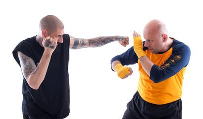 По каким точкам на теле человека во время драки бить не стоит