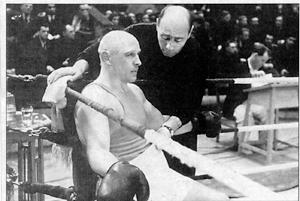 Богатырский бой как чемпион СССР по боксу Николай Королев справился с пятью немцами