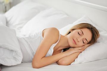 Как выбрать правильную позу для сна