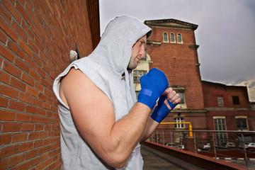 Как неопытному бойцу отразить атаку противника на улице