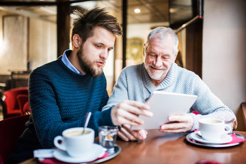 Кто добивается большего успеха: молодое или старшее поколение
