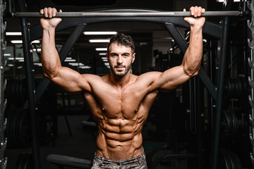 Сколько нужно тренироваться в тренажёрном зале, чтобы себе не навредить