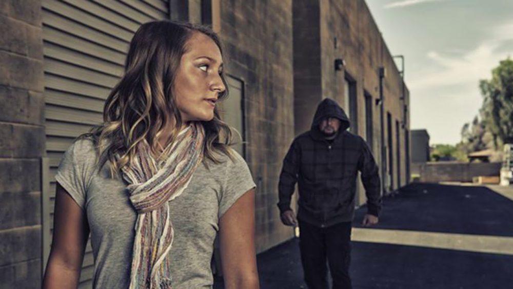 Что делать, если гуляете с девушкой и на вас напали