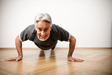 5 простых упражнений тренировки сердца и сосудов для тех, кому за 60