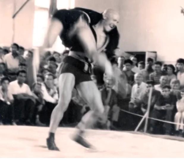 Как Илья Ципурский, чемпион СССР по самбо, опустошил танцпол