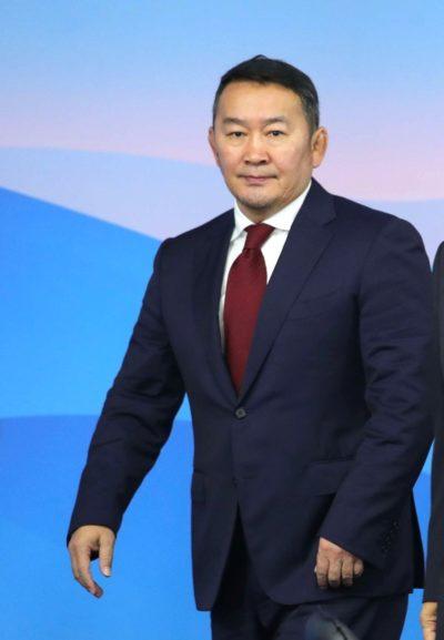 Президент Монголии имеет формы бодибилдера в 56 лет