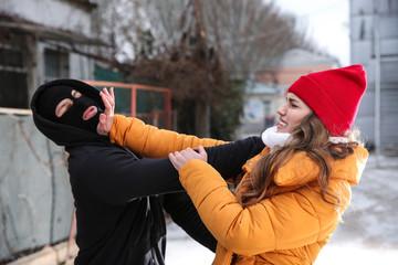 Что делать, если на вас напали на улице в зимний период