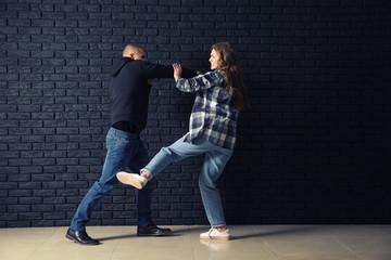 Как использовать лоу-кик, если на Вас напали