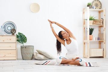 Как может выглядеть утренняя разминка с помощью йоги