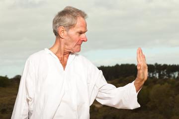 Почему карате подходит для пожилых мужчин больше, чем бокс