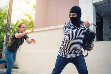 Как действовать, если напали на улице хулиганы
