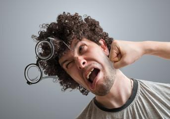 К чему может привести удар в ухо