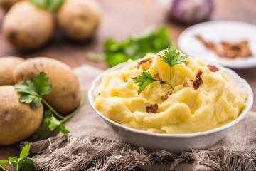 Чем вредна в употреблении зеленая картошка