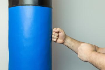 Зачем проводят упражнения с мешком голыми руками