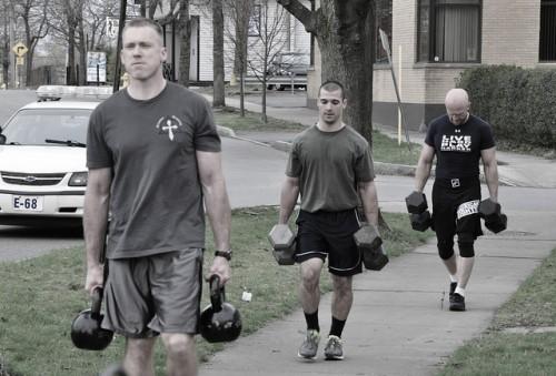 """Какие мышечные группы развиваются с упражнением """"прогулка фермера"""""""
