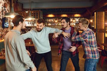 Как вести себя, если в баре началась драка