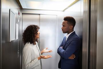 Как исключить возможность стать жертвой в своем подъезде или лифте
