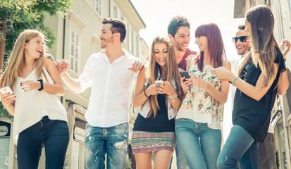 Как распознать ненастоящих друзей
