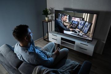 Как телевидение влияет на мозг взрослого человека