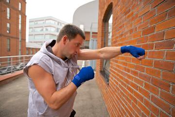Какие удары применять на улице, чтобы исключить риск получить серьезные травмы