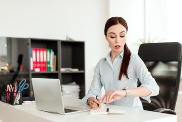 Разминка на рабочем месте для увеличения продуктивности и сил