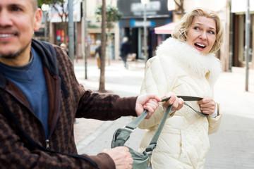 Как вести самооборону зимой в уличном конфликте