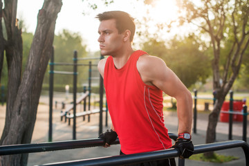 Три упражнения, которые могут навредить спине и позвоночнику