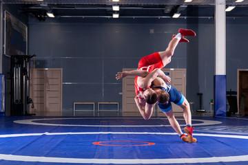 Как укрепить мышцы шеи и спины подготовленным борцам