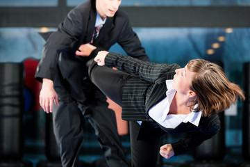 Бой с женщиной, как правильно себя вести в данной ситуации