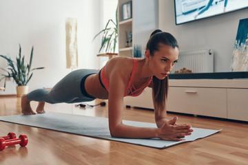 Какие мышцы развивает упражнение планка