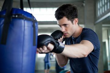 Каким требованиям должен отвечать боксерский мешок для новичков