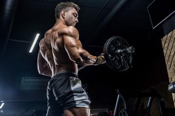 Обязательно ли включать силовые упражнения в свои тренировки