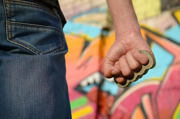Какой прием считается опасным при самообороне