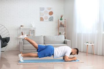 Как выглядит правильная домашняя тренировка для мужчин