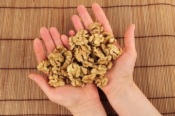 Основная польза употребления грецких орехов