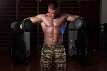 Чьи тренировки тяжелее - пауэрлифтера или бодибилдера